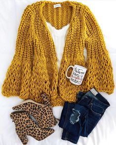 This mustard color!🧡 Shop the Lillibeth cardigan now via link in bio! A… - Knitting Cardigan Fashion Now, Fall Fashion Outfits, Winter Outfits, Casual Outfits, Cute Outfits, Cardigan En Maille, Chunky Knit Cardigan, Chunky Knits, Looks Chic