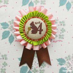 *マンスリーロゼット April* 自分の生まれ月、お誕生日プレゼントにもぴったりなアイテムです♡     ブローチ・ロゼット ハンドメイド・手仕事品の販売・購入 Creema(クリーマ)