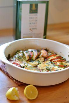 Halloumi on herkullista myös uunissa paistettuna. Halloumi, Ratatouille, Bon Appetit, Pasta Salad, Food And Drink, Keto, Vegan, Breakfast, Ethnic Recipes
