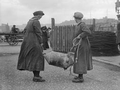 © IWM (Q 19646). IWM caption 'Ratings of WRNS carrying a mine which has been washed ashore' in collection THE WOMEN'S ROYAL NAVAL SERVICE ON THE HOME FRONT, 1917-1918. The caption does not mention Lowestoft but it seems likely that it is a mine that has been recovered to be refurbished as part of the rest of the sequence, rather than having washed ashore.