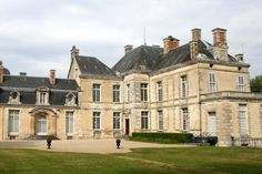 Le château de Cirey et les amours de Voltaire et Mme du Châtelet. Haute-Marne, the Castle of Mme du Châtelet was a place of refuge for the philosopher in exile after the publication of Lettres Anglaises (Letters from England ) . The relationship between the châtelaine, the place and Voltaire lasted many years, it was accompanied by a great intellectual complicity. ©  LaurPhil - Flickr.com