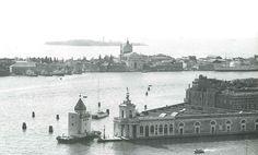 Teatro del Mondo Venezia_Aldo Rossi, 1979