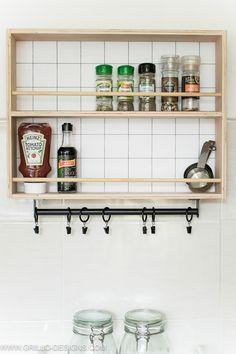 plywood hanging spice rack tutorial / grillo designs www.grillo-designs.com