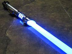 Star Wars: Proměňte svůj telefon ve světelný meč v nové hře od Googlu Skywalker Lightsaber, Lightsaber Hilt, Custom Lightsaber, Starwars, Lightsaber Design, Rpg, Cool Stuff, Swords, Lightsaber