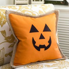 Jack O' Lantern Pumpkin Pillow Cover - On Sutton Place : Make this Jack O' Lantern Pumpkin Pillow Cover in just a few minutes! Easy and completely no sew. Free template for face included. Moldes Halloween, Adornos Halloween, Halloween Sewing, Manualidades Halloween, Fall Sewing, Halloween Projects, Fall Halloween, Happy Halloween, Halloween Ideas