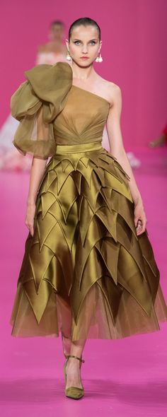 haute couture dress couture couture dresses couture kleider couture rose couture rules Georges Hobeika Fall-winter - Couture - www. Charlotte Ronson, Tony Ward, Style Couture, Haute Couture Dresses, Haute Couture Fashion, Georges Hobeika, Lela Rose, Tadashi Shoji, Tracy Reese