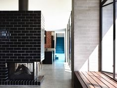 Architects: Preston Lane Location: Elwood VIC 3184, Australia Area: 372.0 sqm Year: 2014 Photographs: Derek Swalwell