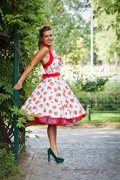 Erdbeere, Petticoat Kleid, 50er, Rockabilly,n. Maß von Charlott-Atelier / 50er- Mode auf DaWanda.com