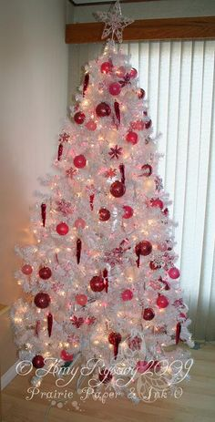 Red and White Christmas tree - Should consider doing this for IU Hoosier tree this  year!