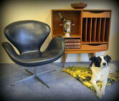 Swan in Black leather by Arne Jacobsen