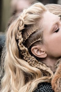 lagertha vikings                                                                                                                                                      Mais Shield Maiden, Hair Beauty, Thor, Hair Styles, Warrior Women, Rockabilly, Imagination, Dreadlocks, Sons