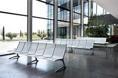 PASSPORT เป็นที่นั่งระบบโมดูลาร์สำหรับใช้ในสนามบิน หรือพื้นที่ที่มีการสัญจรและการใช้งานสูง ด้วยรูปลักษณ์เส้นสายอันโฉบเฉี่ยวที่เหมาะกับอาคารสถาปัตยกรรมสไตล์โมเดิร์นในยุคปัจจุบัน #WURKON #ACTIU #passport #modularbenchsystem #airports #hightrafficarea#modern architecture #ergonomic #comfort #ecodesign #ที่นั่งสนามบิน #ห่วงใยสิ่งแวดล้อม #benches