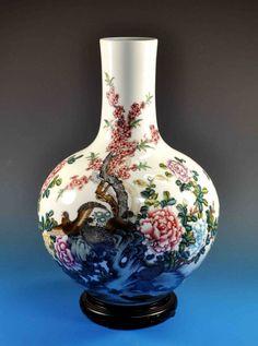 Chinese Porcelain Vase : Lot 163