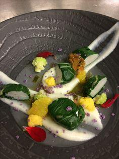 St Jacques en habits vert (Côte de blette), balade autours du choux fleurs ( en mousseline, râpé a cru, et chips de choux fleur) et huile d'agrumes.
