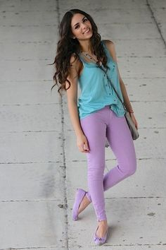 Spring outfit with purple jeans and blue sky top Ropa Color Pastel, Pastel Colors, Pastels, Look Fashion, Fashion Outfits, Fashion Trends, Woman Outfits, Fashion Clothes, Womens Fashion