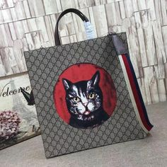 6b96df7db26 Gucci GG Supreme Cat Print Tote Bag