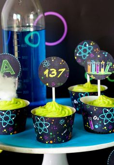Looking for an out of this world science bash? This Scientist Themed Birthday Party at Kara's Party Ideas is filled with tons of inspiration! Happy Birthday Banners, Birthday Party Themes, 4th Birthday, Science Party, Mad Science, Science Chemistry, Mad Scientist Party, Cupcake Party, A 17