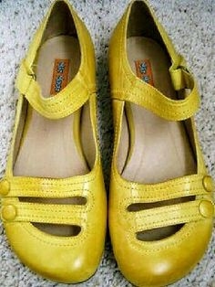 Miz Mooz flats link doesn't work but love them Pretty Shoes, Beautiful Shoes, Cute Shoes, Me Too Shoes, Sock Shoes, Shoe Boots, Shoes Sandals, Shoe Bag, Yellow Shoes