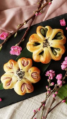 Recipe with video instructions: Take warm, flaky strawberry and matcha pastries to the next level with sweet bean paste. Soboro Bread Recipe, Japan Dessert, Daniel Fast Recipes, Bakery Menu, Bread Shaping, Bread Art, Bean Flour, Bread Appetizers, Rainbow Food