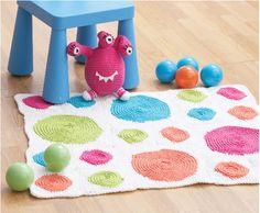 Come fare un coloratissimo tappeto a uncinetto con cerchi: perfetto per la cameretta dei bambini ;)  Le spiegazioni originali in inglese sono su www.yarnspirations.com &n...