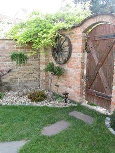 Fotoblogy - Přátelé a oblíbení Small Garden Landscape Design, Backyard Garden Design, Outdoor Projects, Outdoor Decor, Wooden Garden, Brickwork, Garden Gates, Outdoor Gardens, Beautiful Homes