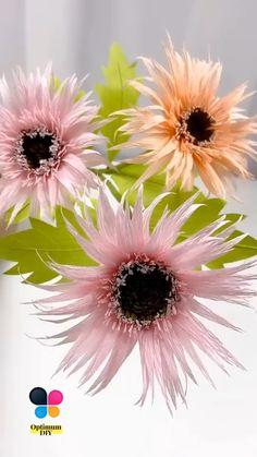Paper Flower Patterns, Paper Flowers Craft, Crepe Paper Flowers, Paper Flower Tutorial, Paper Roses, Flower Crafts, Diy Flowers, Fabric Flowers, Crepe Paper Crafts