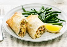 Free smoked fish and potato filo parcels recipe. Try this free, quick and easy smoked fish and potato filo parcels recipe… Filo Parcels, Dieet Plan, Filo Pastry, Smoked Fish, Quick Meals, Fresh Rolls, Seafood, Healthy Eating, Stuffed Peppers