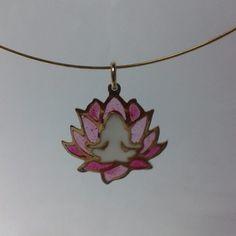 Meditando en rosado desde el amor sublime desde el amor incondicional. Namasté  #jewelry #joy #meditation #yogajewelry #yoga #handmadejewelry #masquejoyas #artisanjewelry #namaste #love #lotusflower