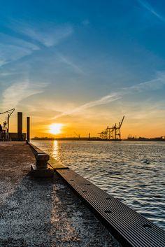 Hamburg Elbphilharmonie Anleger Sonnenaufgang Fähranleger | Bildschönes Hamburg | Online Shop