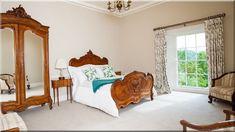 Rokokó bútor hálószobában - Luxuslakások, házak 6 Furniture, Home Decor, Homemade Home Decor, Home Furnishings, Decoration Home, Arredamento, Interior Decorating