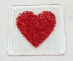 Artículos similares a Red Heart Fused Glass Coaster en Etsy Fused Glass Jewelry, Fused Glass Art, Stained Glass, Glass Ceramic, Mosaic Glass, Glass Fusion Ideas, Slumped Glass, Glass Fusing Projects, Glass Coasters