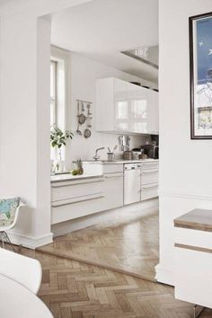 A striking Danish home with a calm feel (my scandinavian home) - The Sense of Scandinavia is built of vast landscapes and raw seasons, of cosy shared moments… - Planchers En Chevrons, Home Fashion, Kitchen Flooring, Ceramic Flooring, Garage Flooring, Bedroom Flooring, Wooden Flooring, Scandinavian Interior, Scandinavian Kitchen
