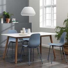 Fine og simple spisestole i den flotteste støvede blå farve Dining Chairs, Dining Table, Furniture, Home Decor, Dining Chair, Dinning Table, Interior Design, Dining Rooms, Home Interior Design