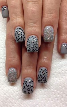 Grey and silver glitter with cheetah nail art, so cute! | ideas de unas #nailart