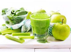 Green Smoothies are packed with fiber, protein and other essential nutrients. Try these easy tips to make vegetable healthy breakfast smoothies. Fruit Smoothies, Smoothies Banane, Green Detox Smoothie, Healthy Green Smoothies, Green Smoothie Recipes, Smoothie Drinks, Healthy Drinks, Smoothies Verdes, Avocado Smoothie