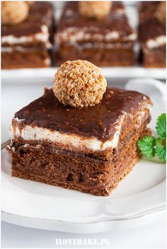 Ciasto ferrero rocher bez pieczenia - I Love Bake Cookie Desserts, No Bake Desserts, Delicious Desserts, Dessert Recipes, Yummy Food, Savoury Cake, Mini Cakes, Cakes And More, Clean Eating Snacks