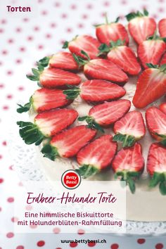 Biscuitteig, Holunder-Rahmfüllung und leckere Erdbeeren on Top! Was braucht es noch mehr? Ethnic Recipes, Food, Elder Flower, Strawberries, Backen, Meal, Eten, Meals