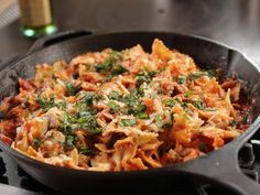 THM with Dreamfields pasta -Skillet Chicken Lasagna recipe from Ree Drummond via Food Network Skillet Lasagna, Skillet Chicken, Lasagna Food, Chicken Rice, Cheese Lasagna, Zucchini Lasagna, Pasta Recipes, Chicken Recipes, Cooking Recipes