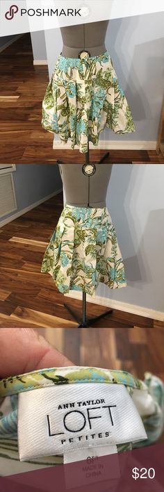 Ann Taylor loft skirt Mint condition. No tears or stains Ann Taylor Skirts