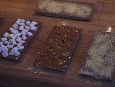 Cette année Mademoiselle Cuisine et moi vous offrons pour Noël un Calendrier de l'Avent de cadeaux gourmands. Chaque jour une nouvelle recette à préparer pour l'offrir à vos proches. 8 décembre: Des tablettes de chocolat maison et un DIY pour les emballer comme les Mast Brothers chocolate