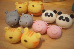 https://www.facebook.com/pages/The-Cupcake-Gallery/95643890279?sk=photos_stream  facebook cupcake gallery modelados muy bonitos para adornos de cupcakes que se pueden hacer en pasta francesa