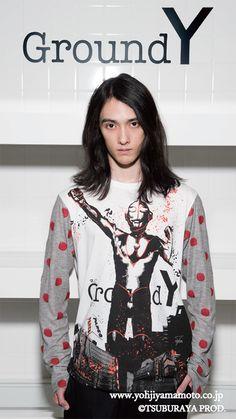 ヨウジヤマモトGround Y×ウルトラマンシリーズ、コラボでセーターやTシャツの写真2
