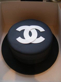 Google Image Result for http://trulyscrumptiouscakecompany.co.uk/wp-content/uploads/2010/06/Chanel-cake.jpg