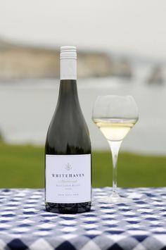 """Der Whitehaven Sauvignon Blanc 2010 ist in Neuseeland der """"#1 Best Selling New Zealand Sauvignon Blanc in Restaurants"""" was nicht verwundert: Die Farbe dieses Sauvignons ist strohgelb, das Bukett typisch mit Stachelbeeraromen, roter Paprika und Holunderblüten."""