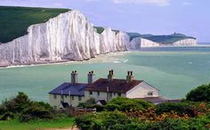 The White Cliffs of Dover ~ http://suitcasesandsunsets.com/the-white-cliffs-of-dover.html