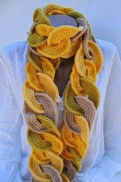 A beautiful scarf in crochet yarn. different and innovative - Free Patterns in Crochet Col Crochet, Irish Crochet, Crochet Shawl, Crochet Yarn, Crochet Stitches, Crochet Scarves, Crochet Clothes, Knitting Scarves, Crochet Designs