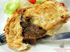 Rich and Chunky Slow Cooker Steak Pie - Slow Cooking Perfected Slow Cooker Steak Pie, Slow Cooked Steak, Slow Cooker Recipes, Steak Pie Recipe, Ale Pie, Steak And Ale, Beef Pies, Pepper Steak, Warm Food