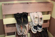 Shoe Storage Diy Space Saving Hallways 23 Ideas For 2019 Diy Shoe Storage, Diy Shoe Rack, Hanging Shoe Organizer, Shoes Organizer, Hanging Shoes, Ikea, Plastic Shoes, Craft Organization, Organizing Ideas