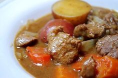 Venison Beef Stew - slow cooker and pressure cooker recipes Not for me, but for me hunter families! Venison Stew Slow Cooker, Slow Cooker Stew Recipes, Pressure Cooker Beef Stew, Venison Recipes, Pressure Cooker Recipes, Deer Recipes, Game Recipes, Cooking Instructions, Crock Pot Cooking
