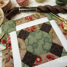 Tutorial guardatijeras 3 bolsillos - El taller de Natipatch Christmas Bags, Holidays And Events, Decoration, Ideias Fashion, Gift Wrapping, Quilts, Sewing, Fabric, Scrappy Quilts